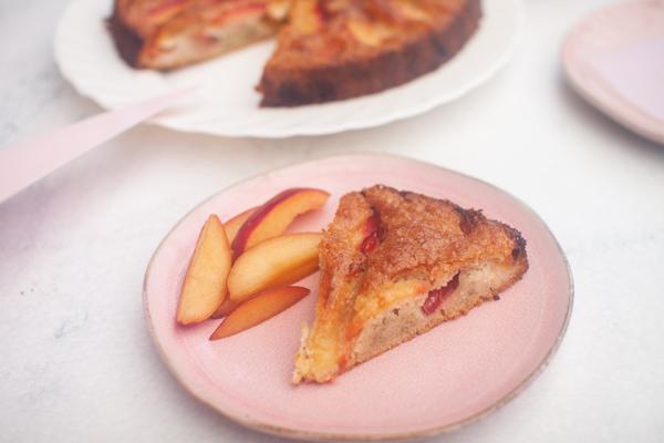 עוגת שזיפים ללא גלוטן מקמח כוסמת ושקדים