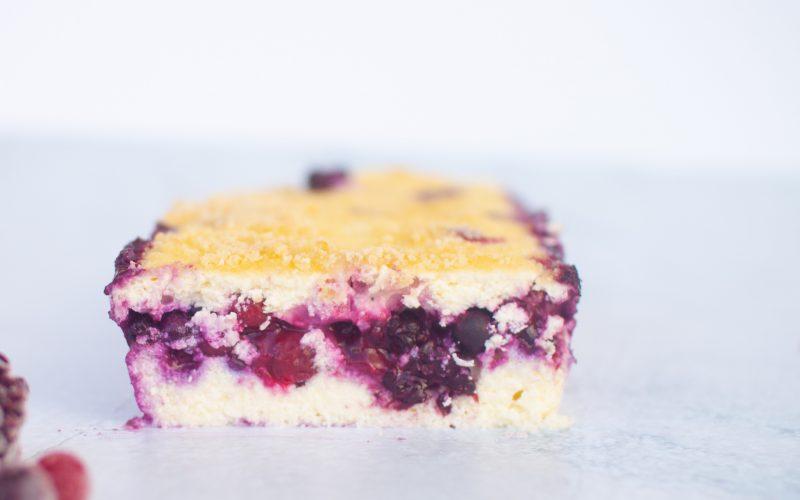 עוגת גבינה ופירות יער ללא קמח