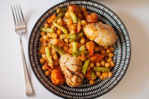 תבשיל עוף עם גרגירי חומוס וירקות