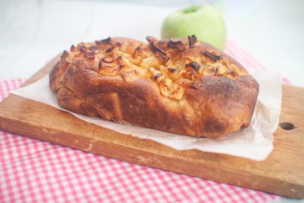 עוגת שמרים ללא גלוטן עם מילוי תפוחים