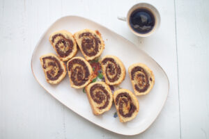עוגיות מגולגלות ללא גלוטן עם מילוי תמרים ואגוזים