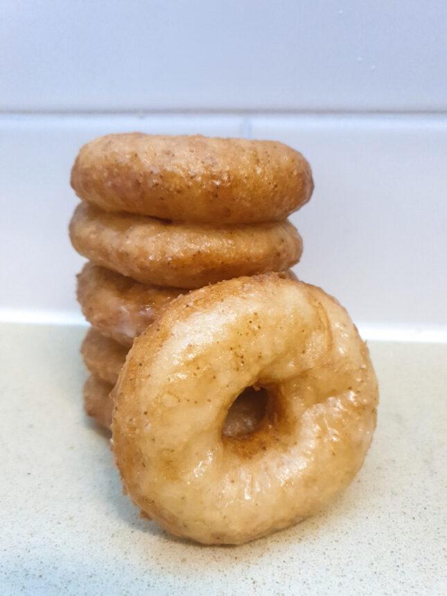 דונאטס עם ציפוי סוכר מבריק ללא גלוטן וטבעוני