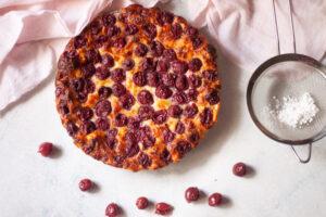 עוגת גבינה דובדבנים קלילה ללא קמח
