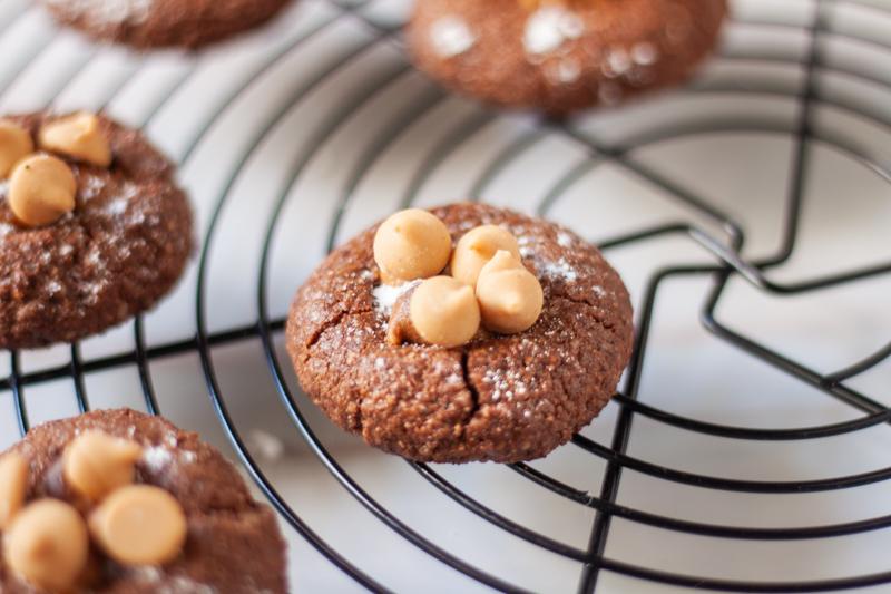 עוגיות שוקולד עם מלית חמאת בוטנים טבעוניות וללא גלוטן