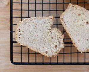 לחם מקמח אורז מלא טבעוני ללא גלוטן